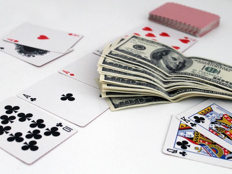 Kak-igrat-v-avtomatyi-na-dengi-v-kazino